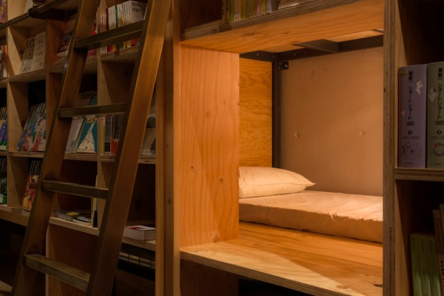 BOOKSHELF-AREA-BED-CR-STORE-2015-1024x682